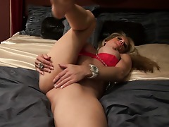 Horny Yankee housewife shows off her firm body and masturbates