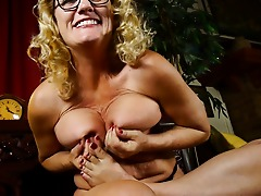Horny American housewife with a footfetish gets wet