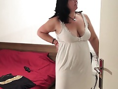 Big mature slut playing with her dildo