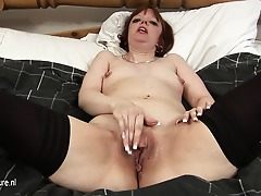 Insatiable mature slut playing on her bed