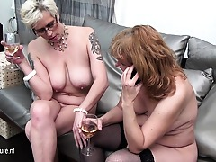 3 old and young lesbians love pee